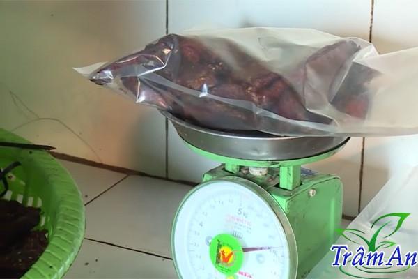 Cân thịt trâu gác bếp