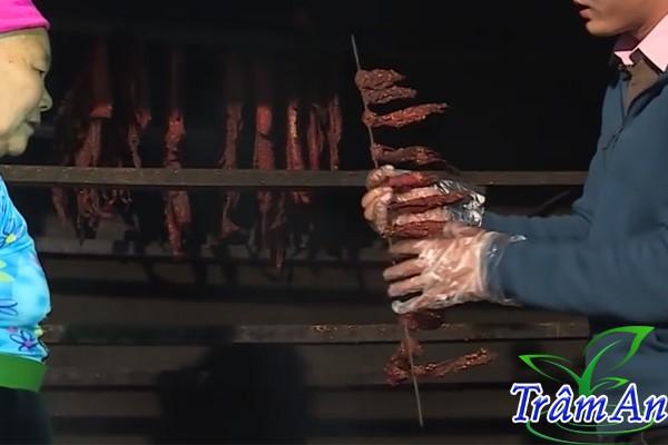 Kiểm tra thịt trâu gác bếp